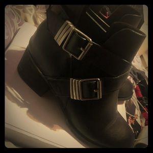 Shoes - Short buckle black boots with heel